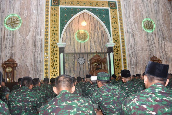 Pangdivif 1 Kostrad Melaksanakan Peringatan Isra' Mi'raj Nabi